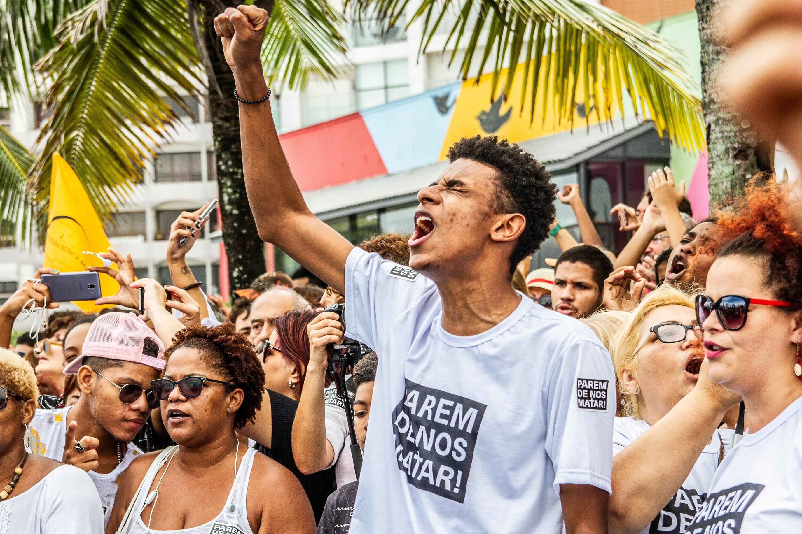 Ato #ParemDeNosMatar reúne periferias em área nobre do Rio