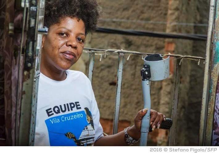 Moradora da Vila Cruzeiro busca ajuda para comprar triciclo elétrico