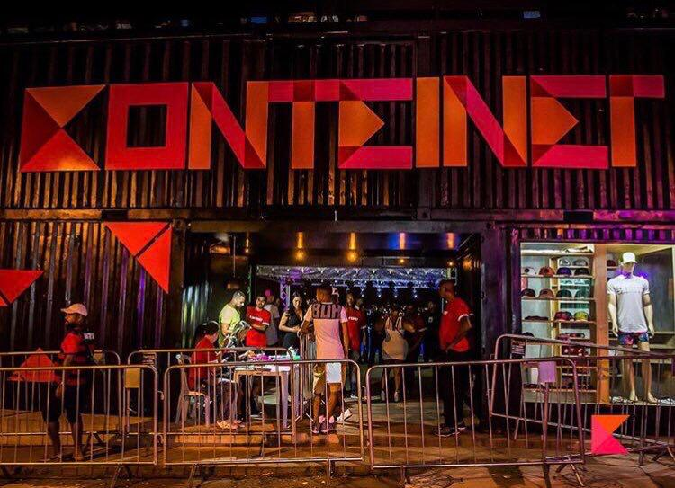 Konteiner realiza sessão de cinema para crianças da Vila Cruzeiro