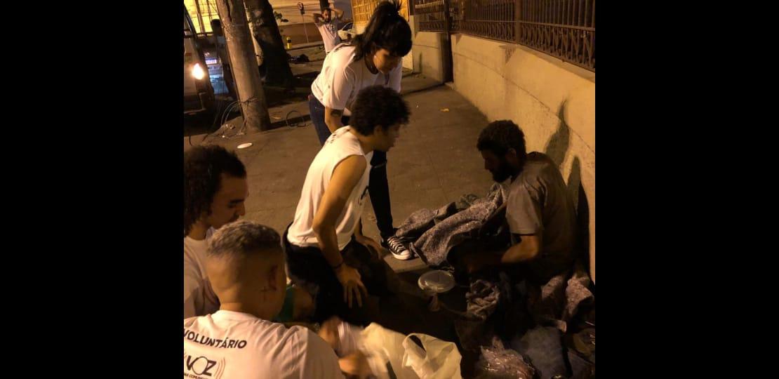 Voluntários fazem entregas durante Campanha do Agasalho