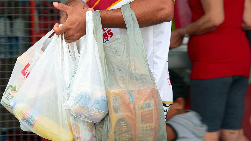 Lei do fim das sacolas plásticas começa a valer a partir da próxima quarta