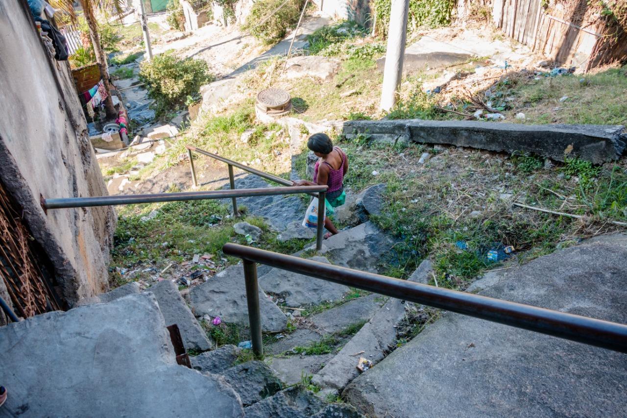 Travessa Laurinda continua abandonada pela Prefeitura do Rio