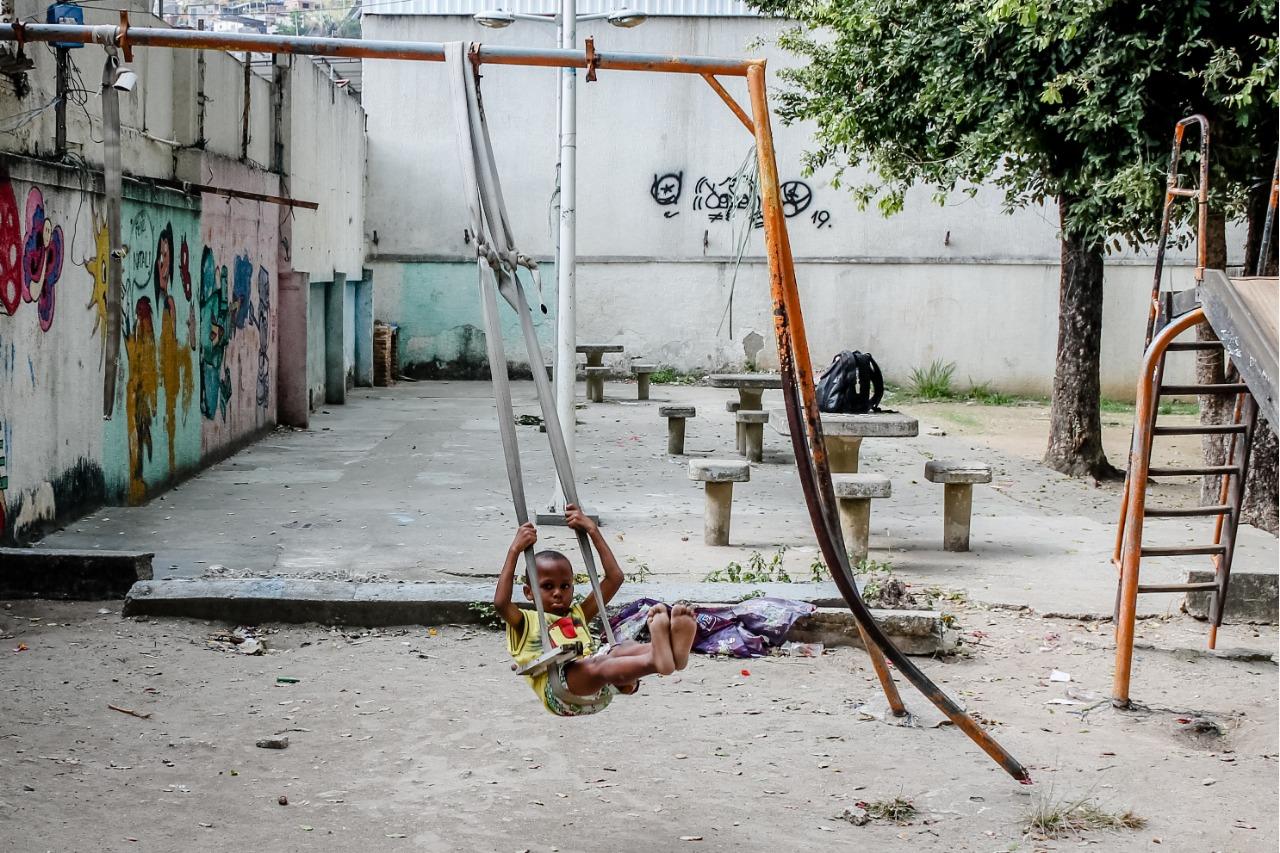 Moradores do Complexo do Alemão sofrem com a falta de manutenção nas praças