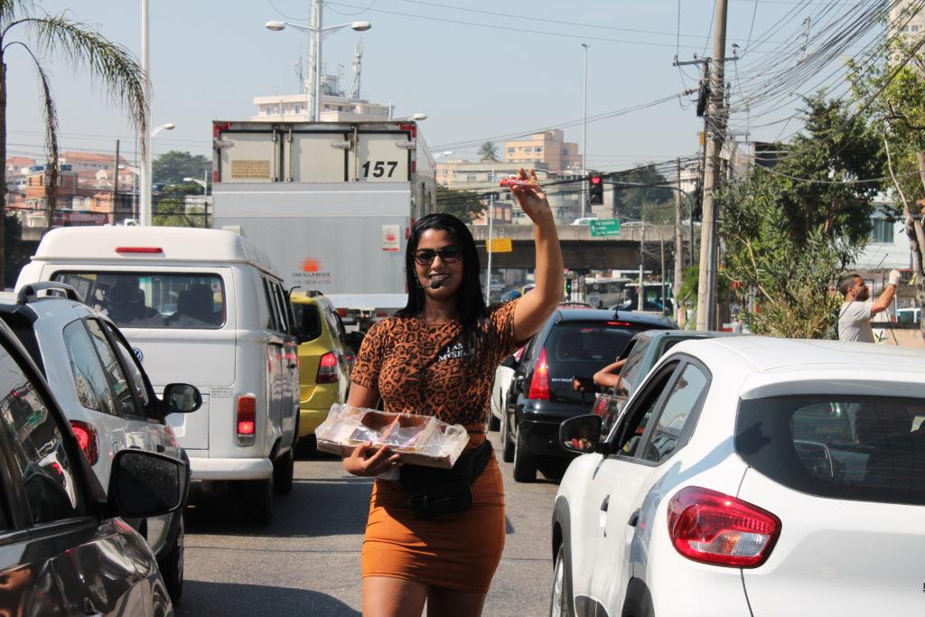 Ester Alves vendedora de balas no sinal. Foto: Vilma Ribeiro/Voz das Comunidades
