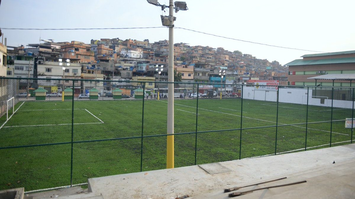 Nego do Borel e DJ Zullu promovem futebol beneficente na Vila Cruzeiro neste domingo (18/08)
