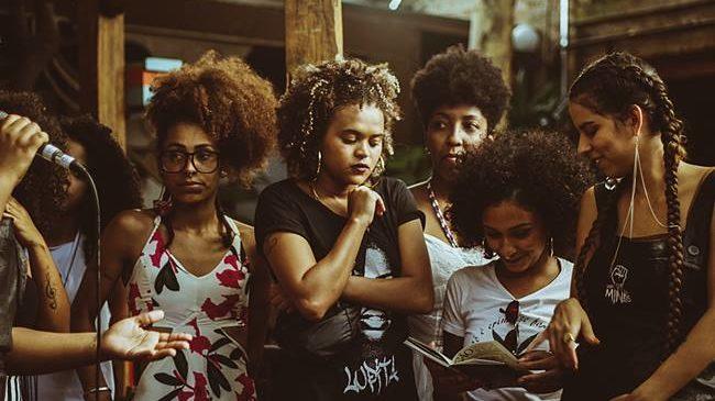 OPINIÃO  – Revolucionário é ouvir mulheres negras com atenção