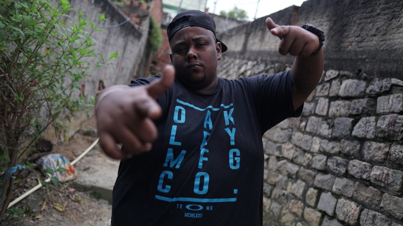 Mc Luizinho, o Gordão Trem Bala do Morro do Adeus, lança novo set