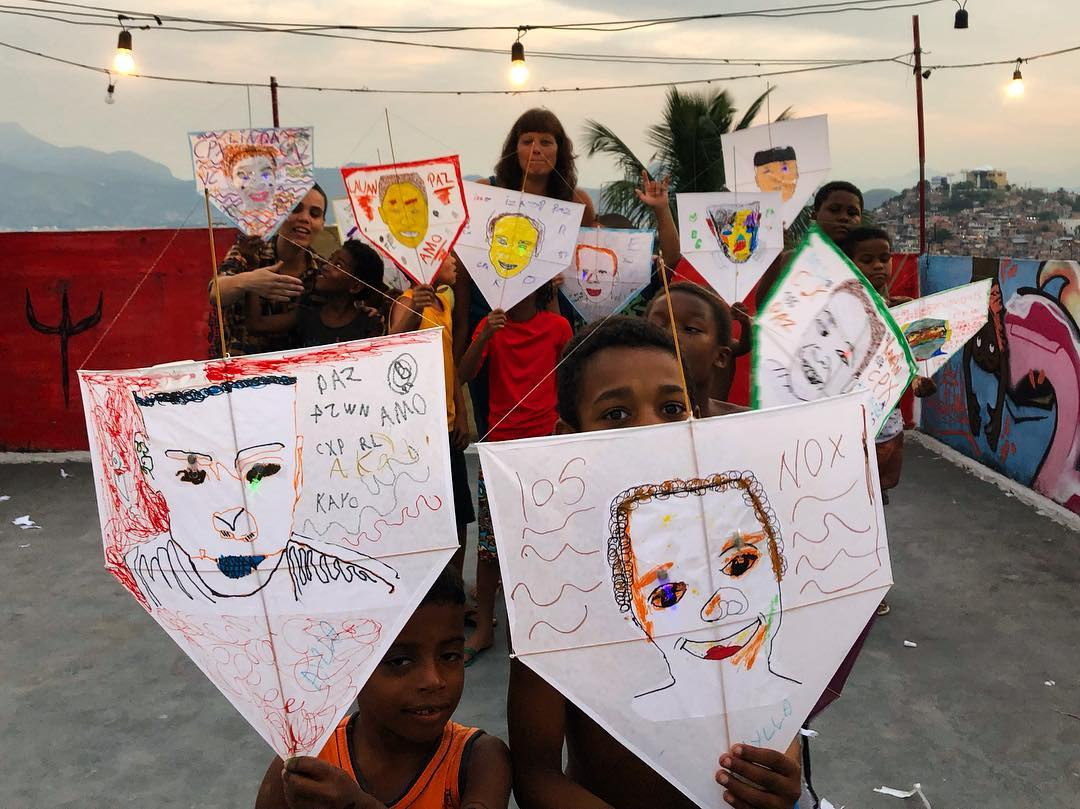 Pipas Pela Paz: ação no Morro do Adeus irá soltar 1000 pipas pedindo paz neste sábado (02)