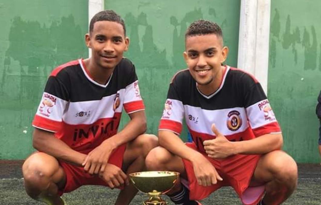 Jogadores Erick Brendon e Leleti promovem futebol beneficente no Complexo do Alemão neste sábado (14)