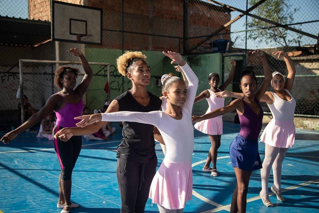 Na Ponta dos Pés: Projeto que ensina balé no Alemão está com inscrições abertas