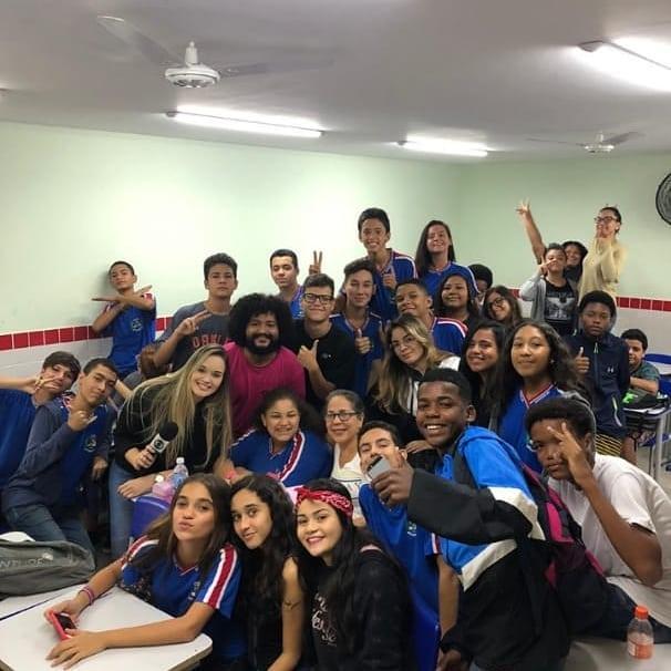OPINIÃO | Escola pública e afeto: por uma prática dos elogios