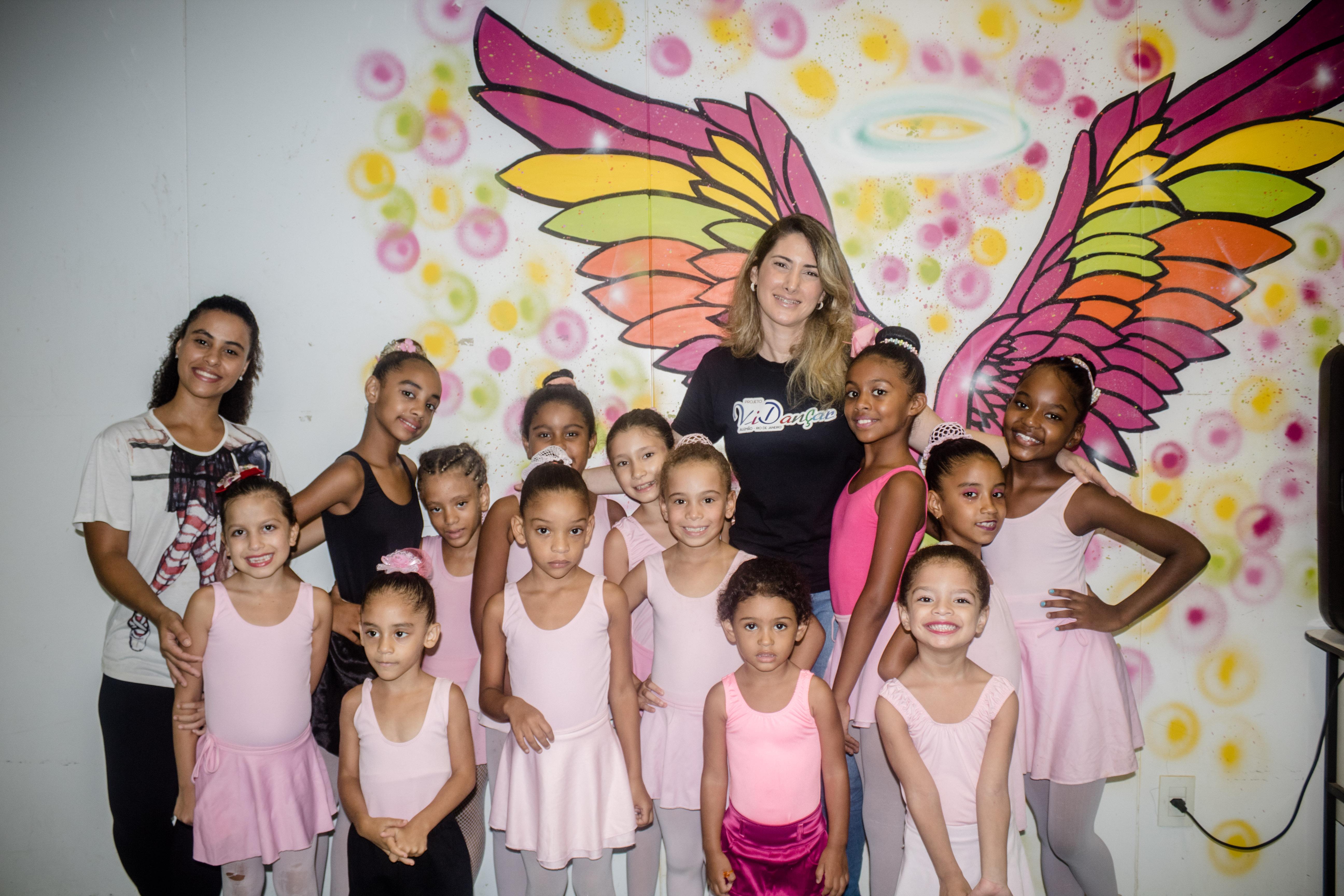 Bailarinas do ViDançar são aprovadas no Theatro Municipal, mas projeto corre risco de acabar