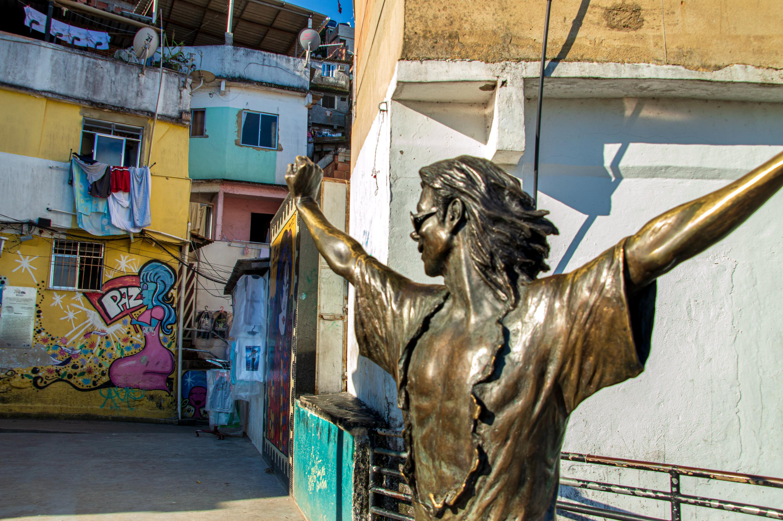 Dona Marta é polo de arte, cultura e a comunidade favorita das celebridades