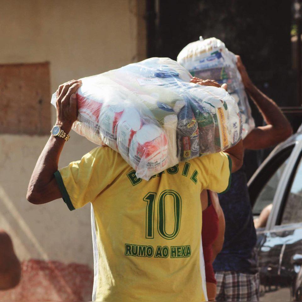 Campanha arrecada doações para moradores de favelas do Rio