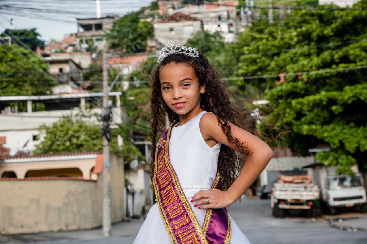 Miss infantil do Complexo do Alemão representará o Rio em concurso