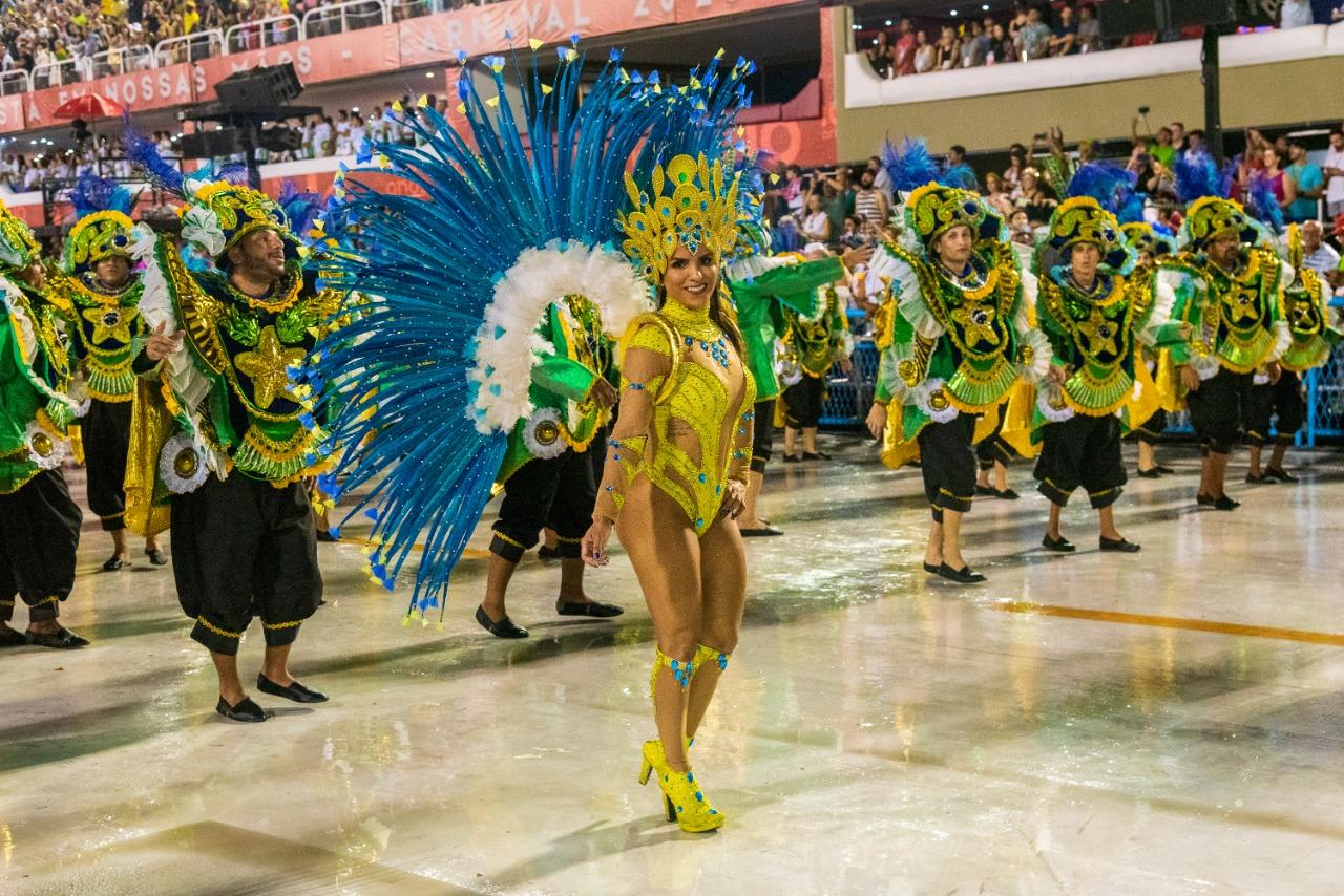 #VozNoCarnaval – Saiba como foi o 1° dia de desfile das escolas da série A