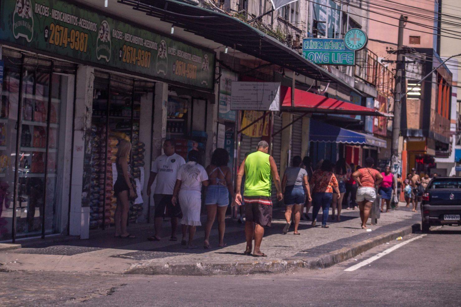 Duque de Caxias registra 14 mortes por coronavírus após ser a última a fechar comércio na Baixada