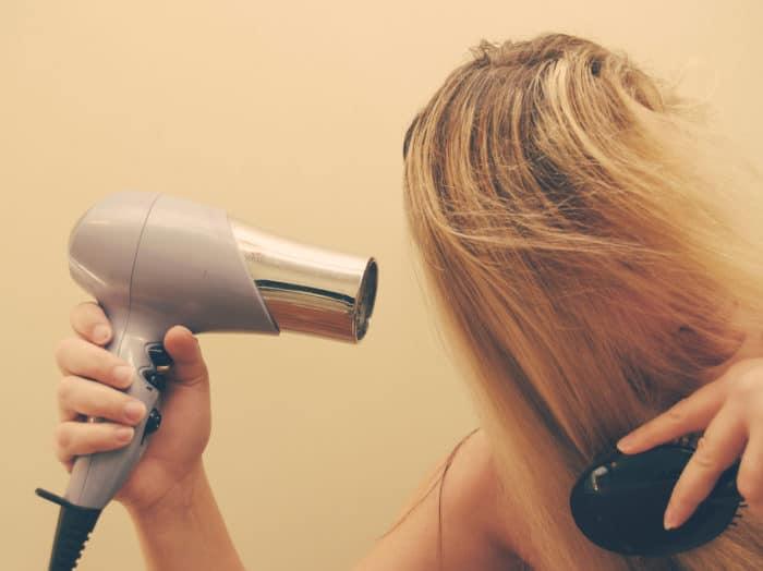 O novo coronavírus NÃO morre ao ser exposto ao ar quente de secadores de cabelo ou de saunas