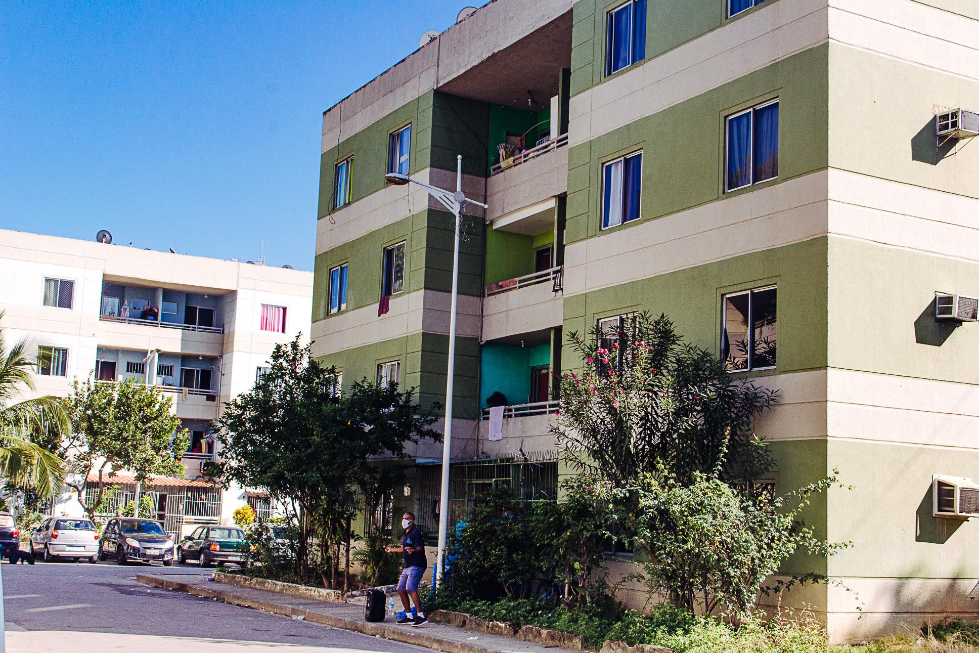 Programa Academia Carioca oferece aulas de Educação Física em Condomínio no Alemão