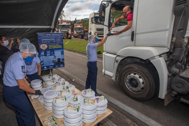 FAB montou cozinha de campanha para servir motoristas nas estradas durante pandemia