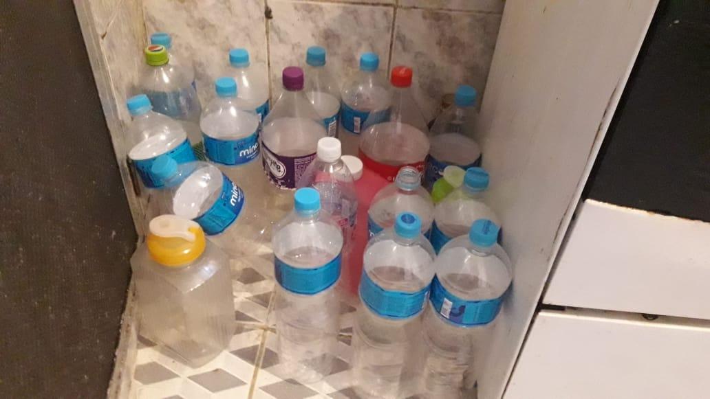 Moradores do Morro do Alemão sofrem com falta d'água