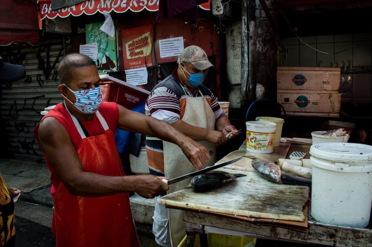 Trabalhadores informais e empreendedores de favelas se reinventam em tempos de pandemia