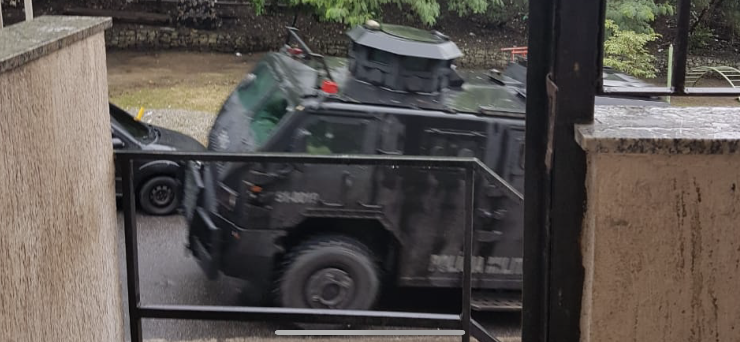 Operação da Civil e BOPE no Alemão tem carros de moradores arrastados por caveirão, 13 mortos e 2 feridos