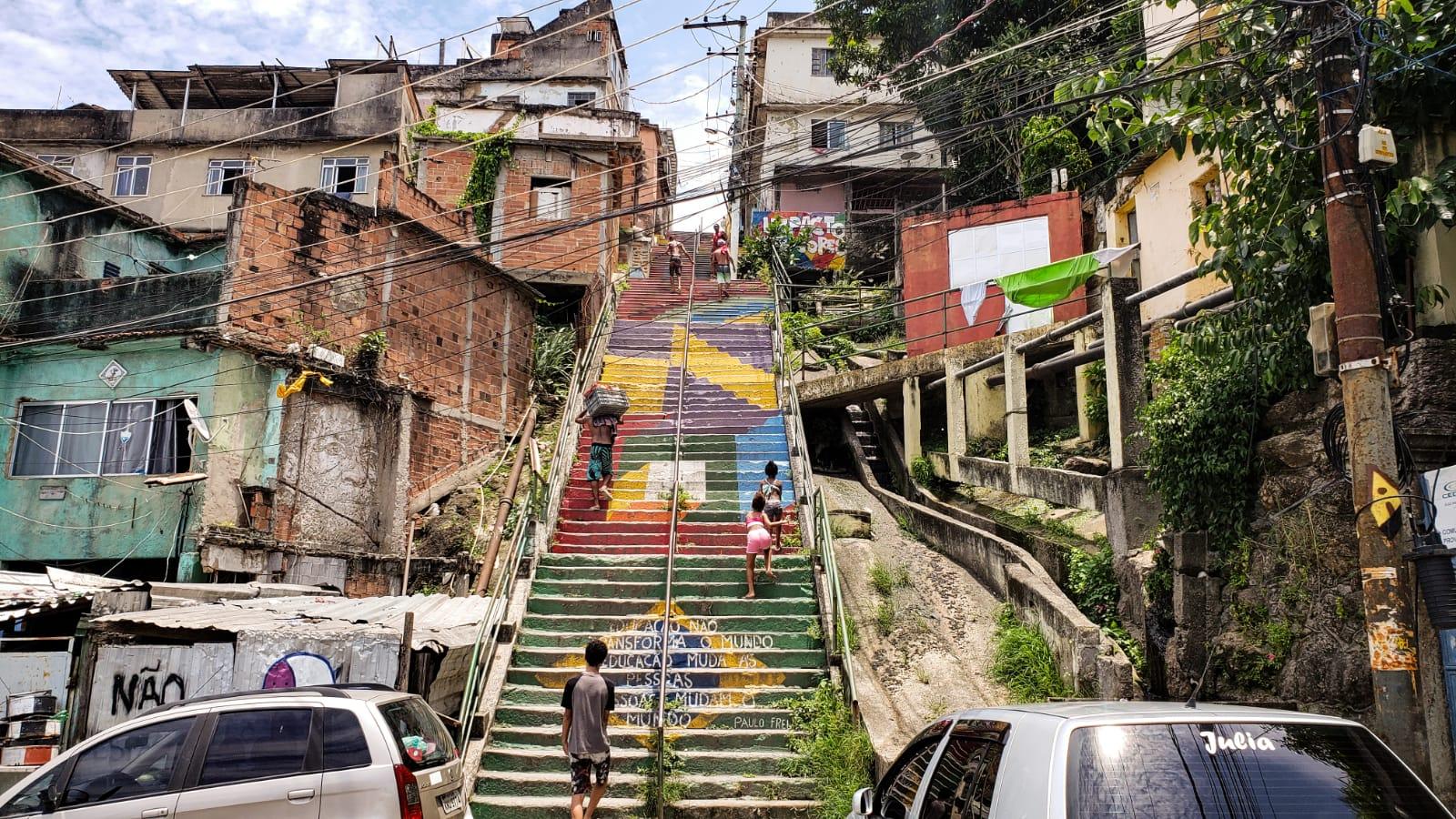 """Campanha no Morro da Providência cria o """"Morador Monitor"""" no combate ao coronavírus"""