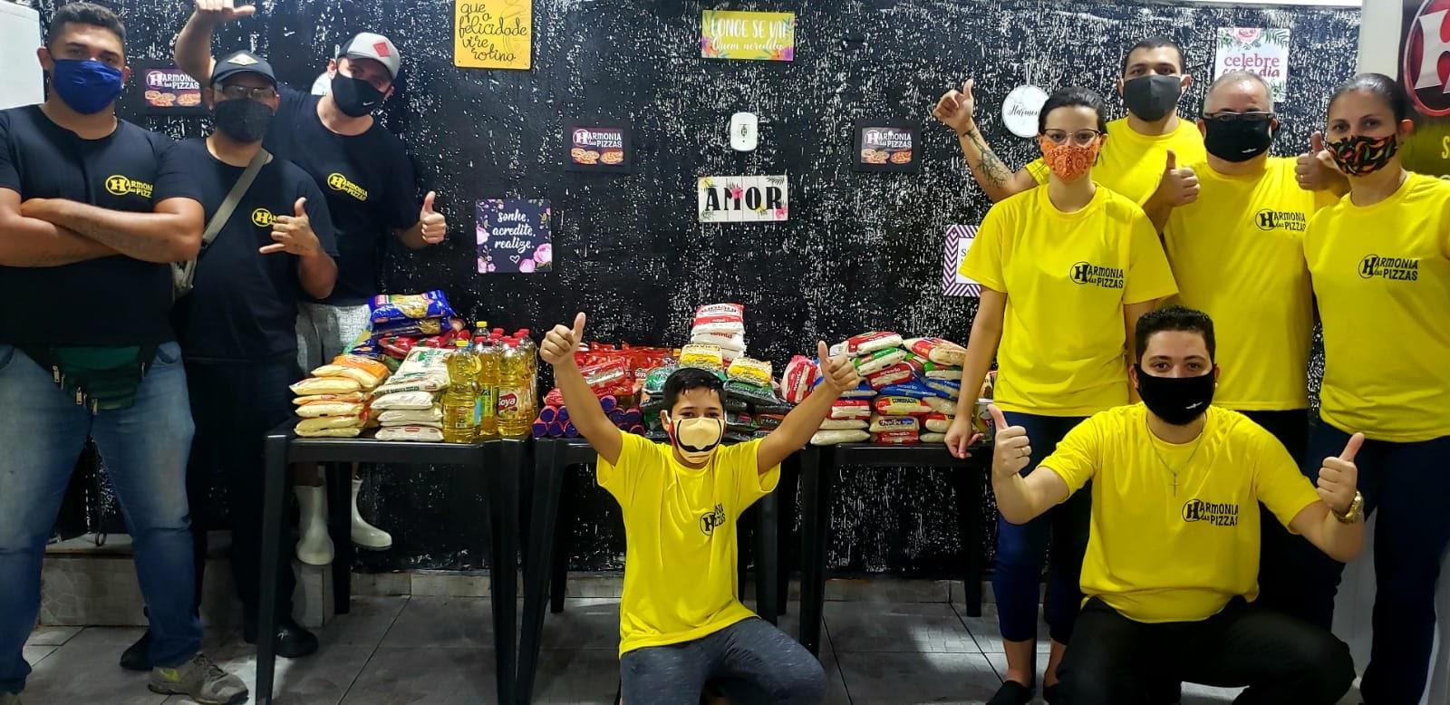 Dono de pizzaria, morador do Morro do Adeus troca taxa de entrega por doações