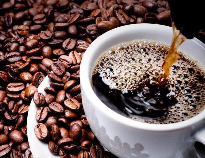 Substâncias presentes no café NÃO são a solução para a Covid-19
