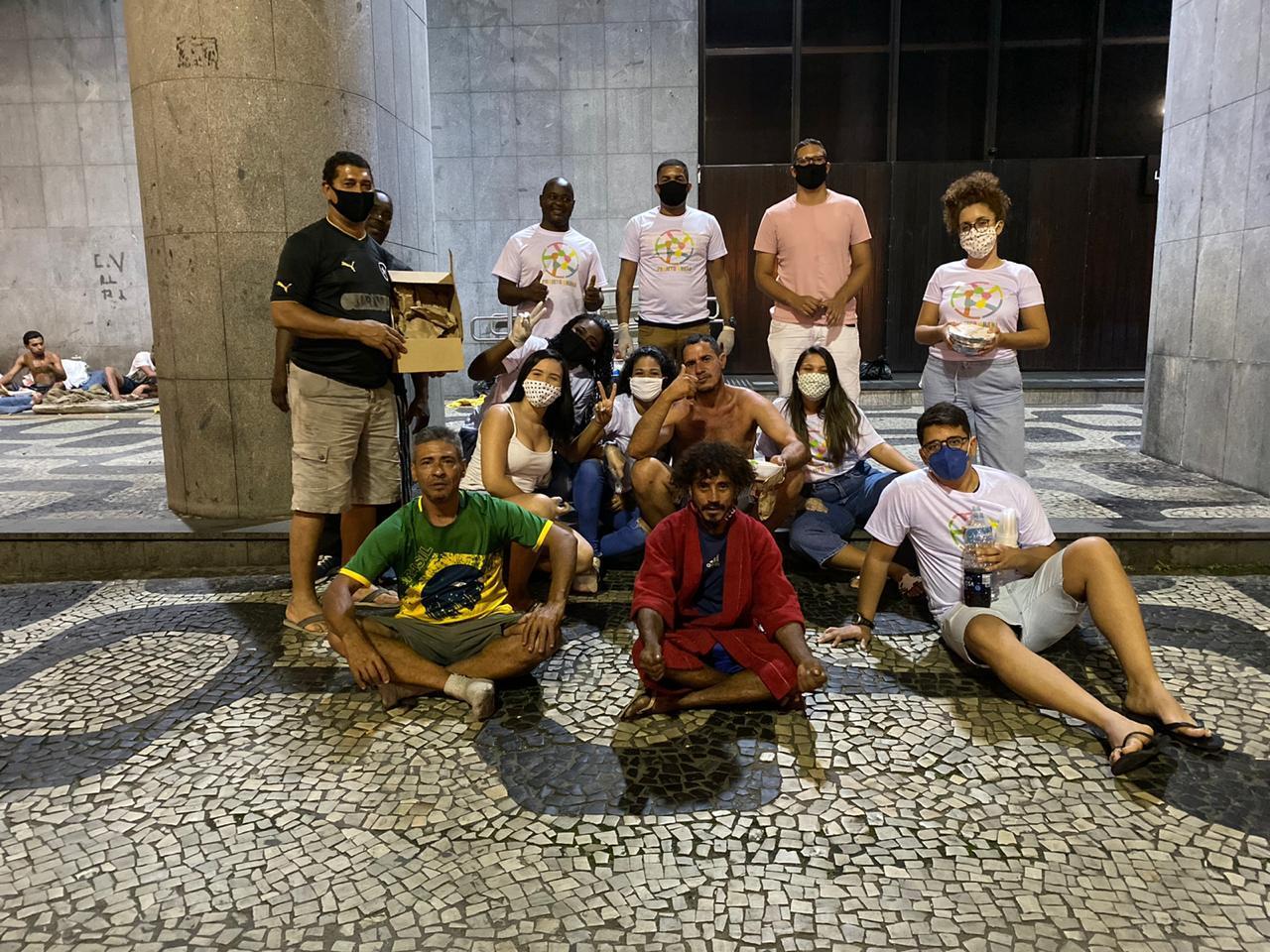Projeto social e moradores da Maré se mobilizam para ajudar pessoas em situação de rua