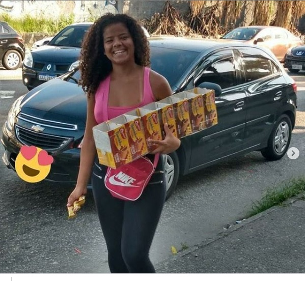 Moradora do Alemão que teve seus doces apreendidos pela Prefeitura faz vaquinha para ajudar no sustento da família