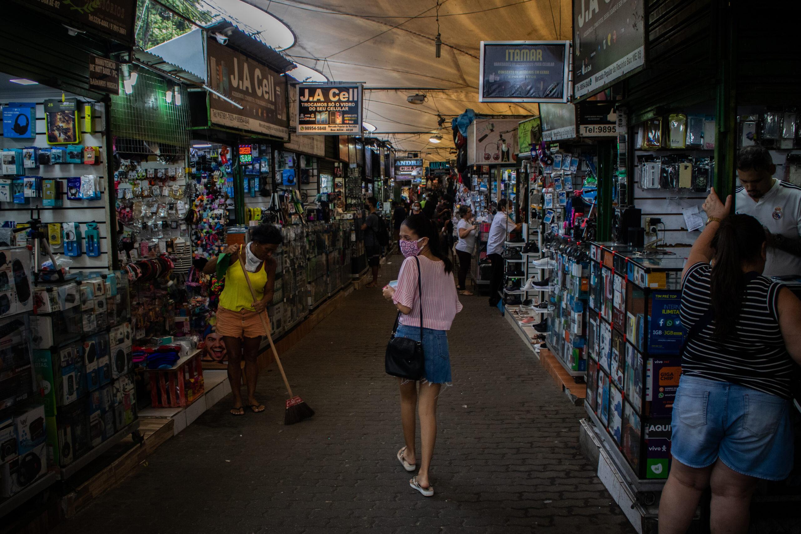 Wilson Witzel decreta flexibilização do isolamento no Rio de Janeiro; futebol, restaurantes e shoppings já podem voltar