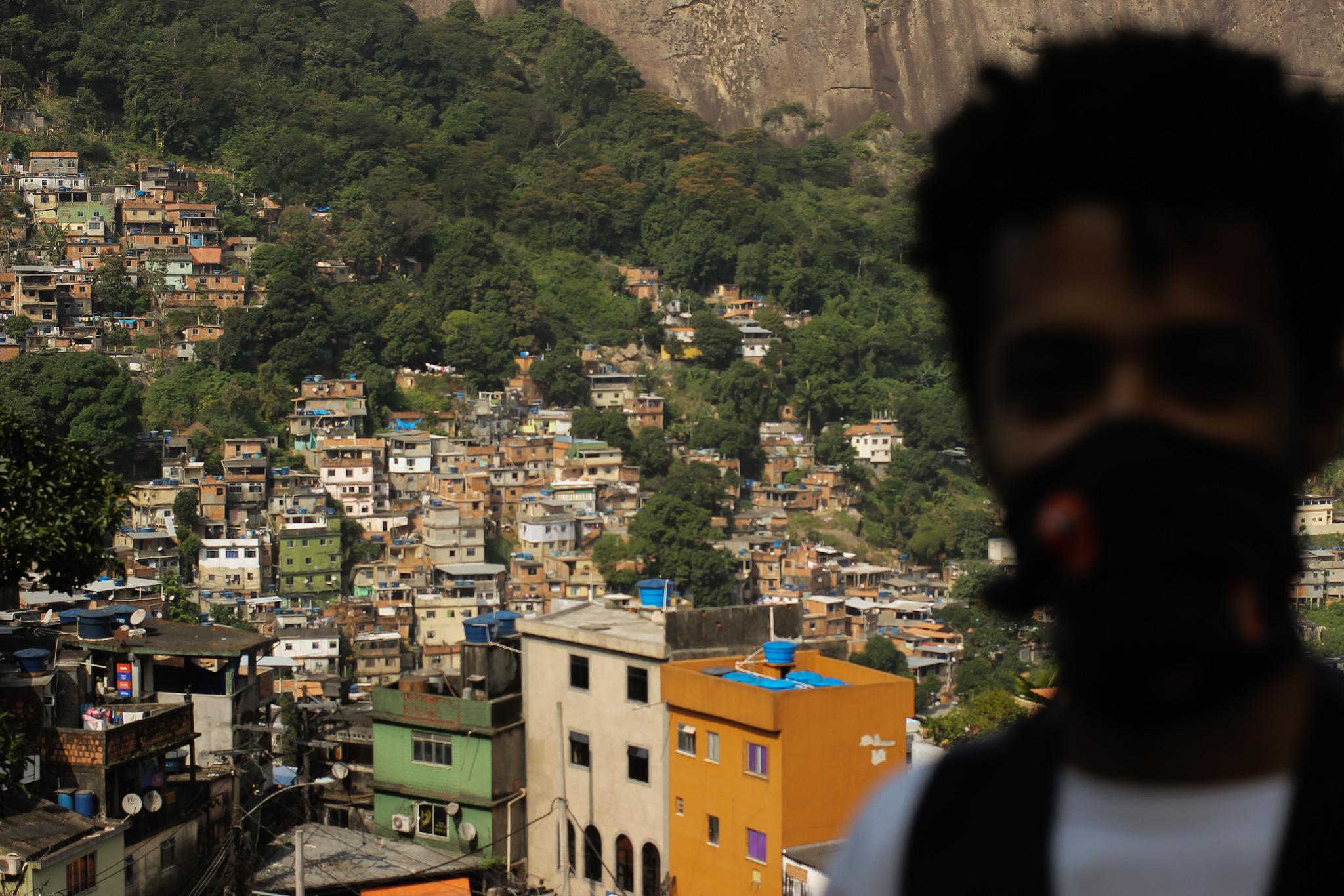 Jovens da Rocinha criam pesquisa para entender situação de moradores em meio a pandemia