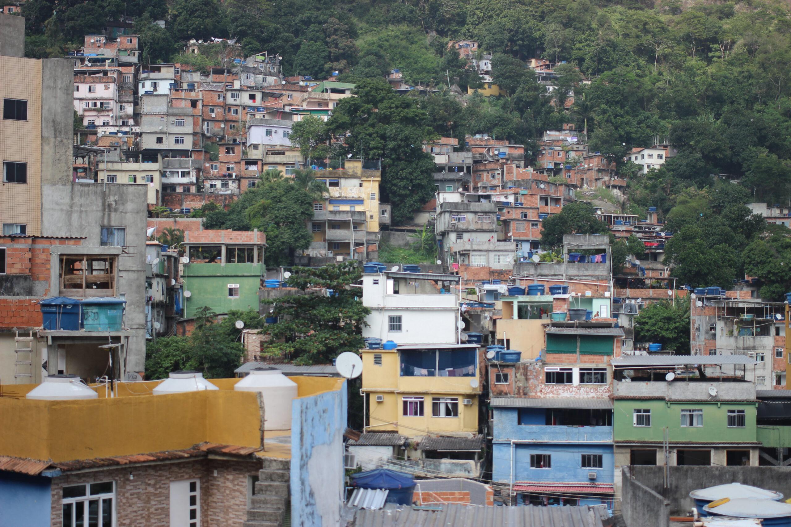 Moradores de favelas relatam experiência de contaminação por coronavírus