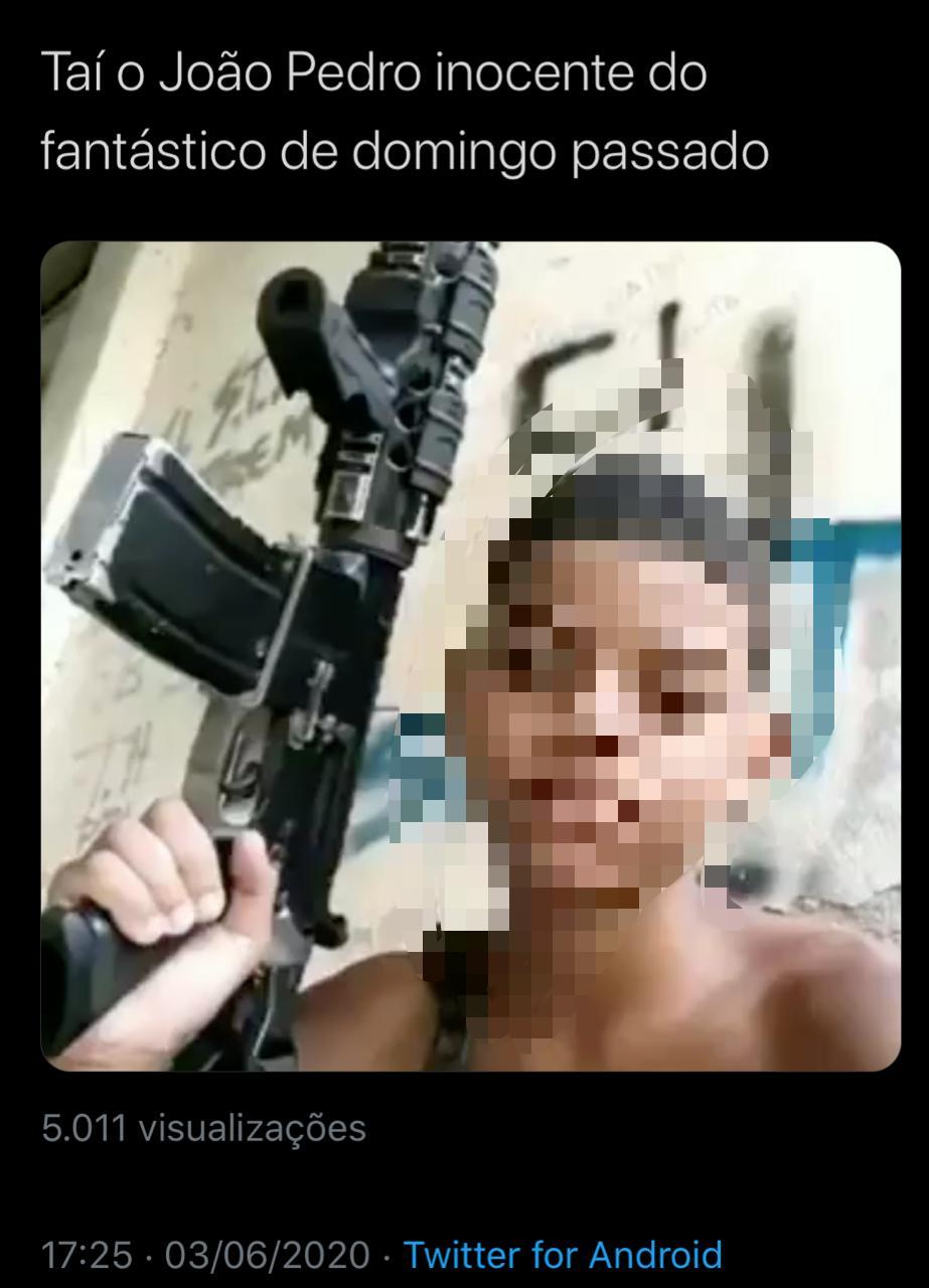 Foto com jovem segurando arma NÃO é João Pedro