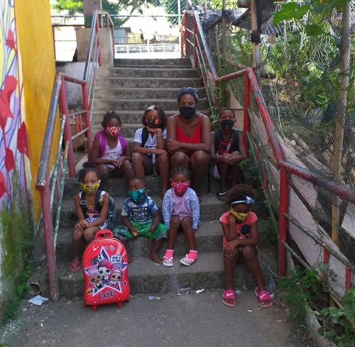 Projeto de reforço escolar no Morro do Salgueiro dribla falta de assistência da prefeitura