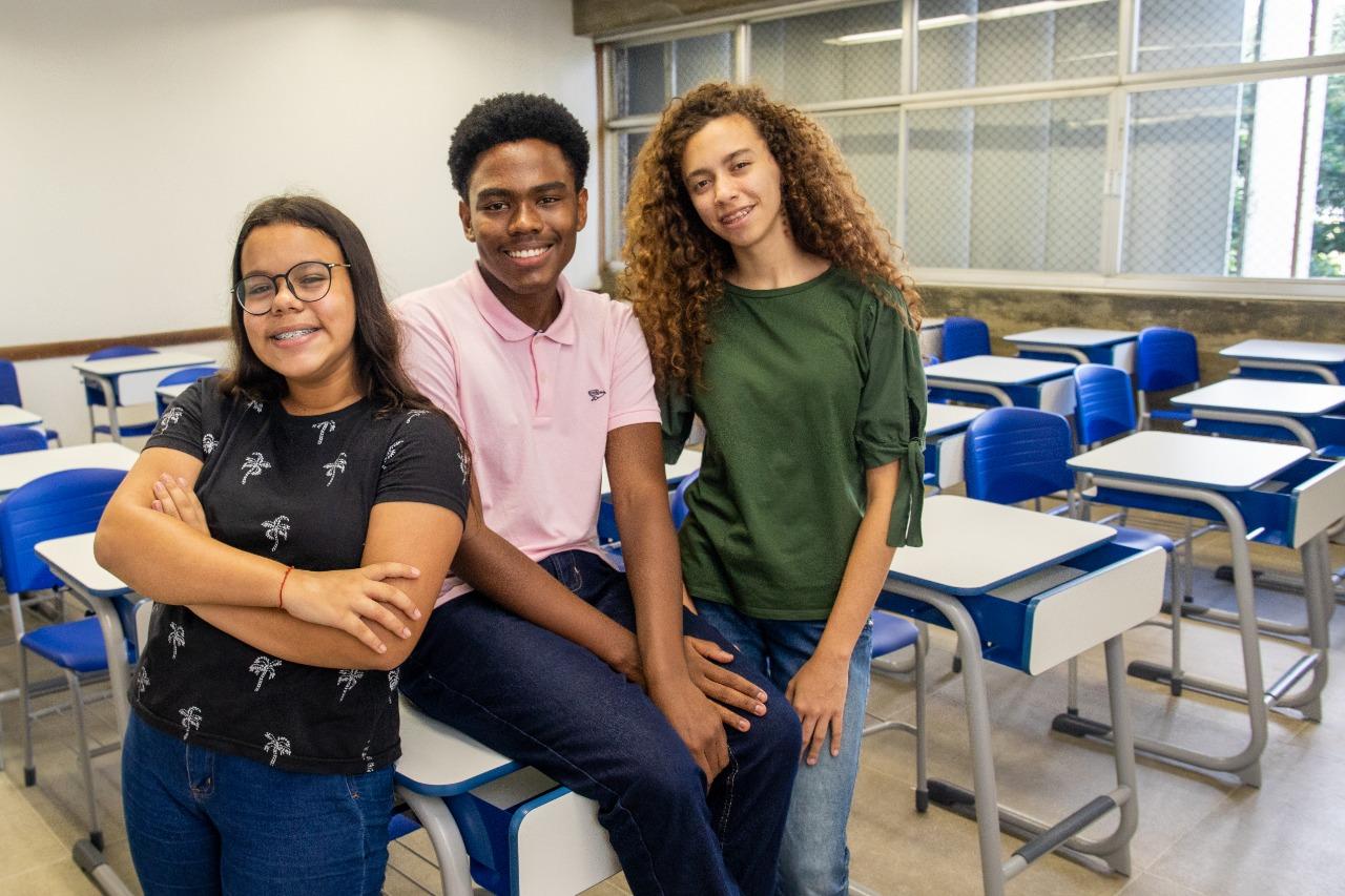 Programa oferece mais de 1.300 bolsas para adolescentes estudantes da rede pública
