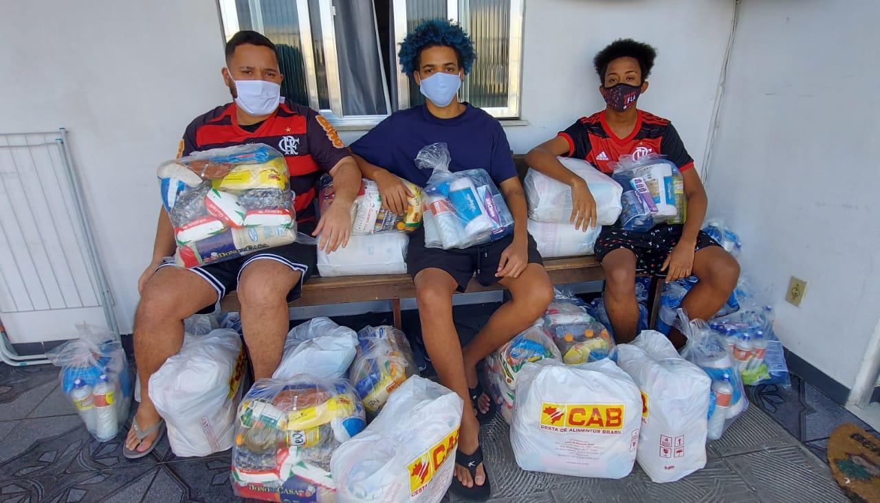 Jovens criam rifas para ajudar moradores do Chapadão e favela do Triângulo em Deodoro
