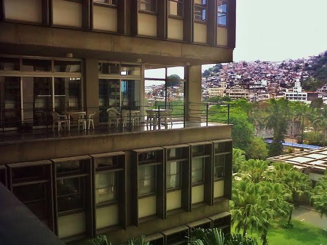 Alunos da UERJ moradores de favelas desenvolvem pré-vestibular comunitário