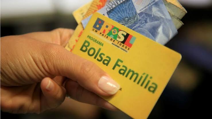Governo Federal transfere quase R$84 milhões do Bolsa Família para Comunicação