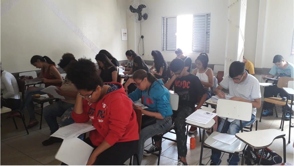 Pretos no Enem: projeto paga taxa de inscrição para milhares estudantes