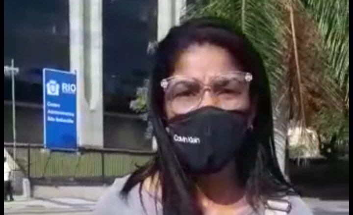 Mães de alunos da rede municipal promovem protesto nesta terça (23) em frente à prefeitura