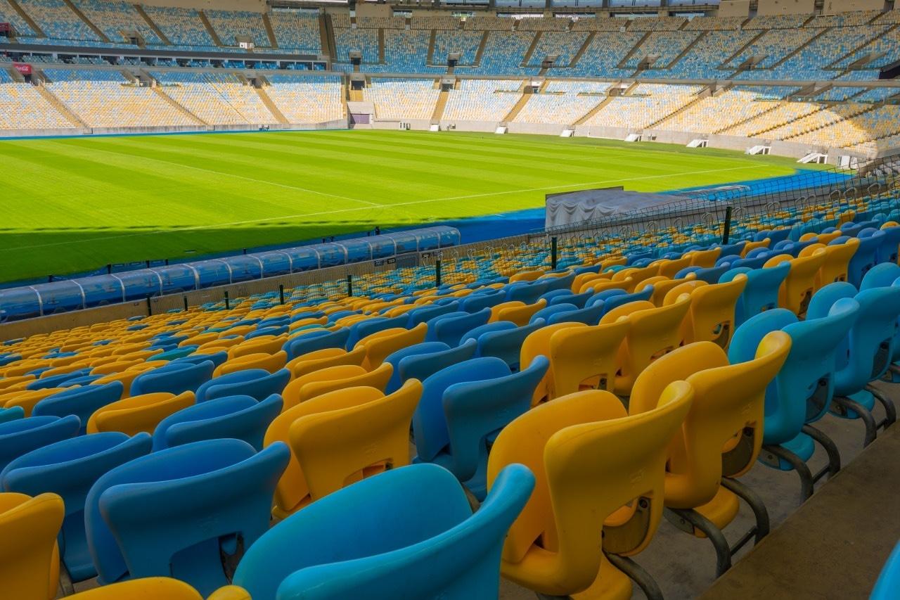 """No aniversário de 70 anos do Maracanã, moradores do Alemão """"ex-geraldinos"""" relembram a história do estádio"""