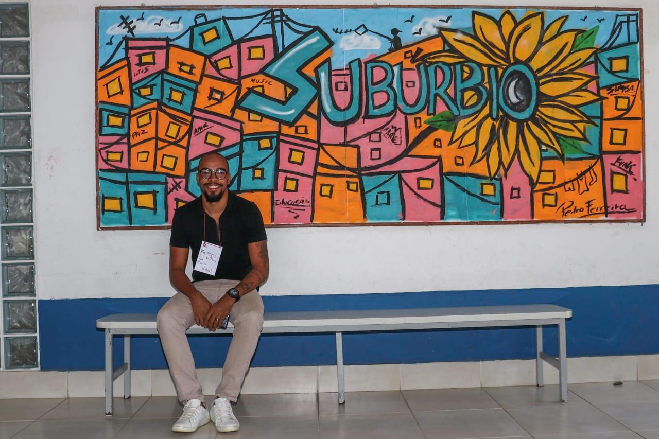 Jovem de 23 anos cria projeto social 'Favela Vertical' e ajuda no combate ao Covid-19 em comunidade da Zona Oeste