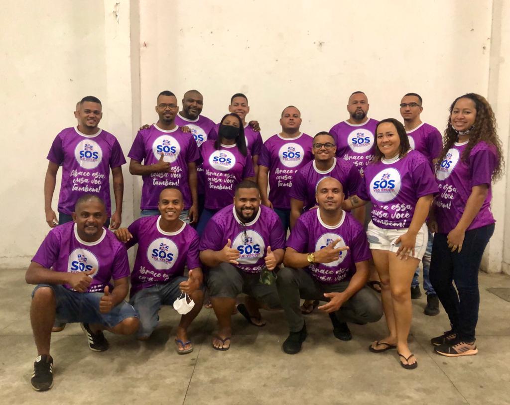 Projeto social na Vila Vintém vende camisas e reverte valor em doação para famílias da comunidade