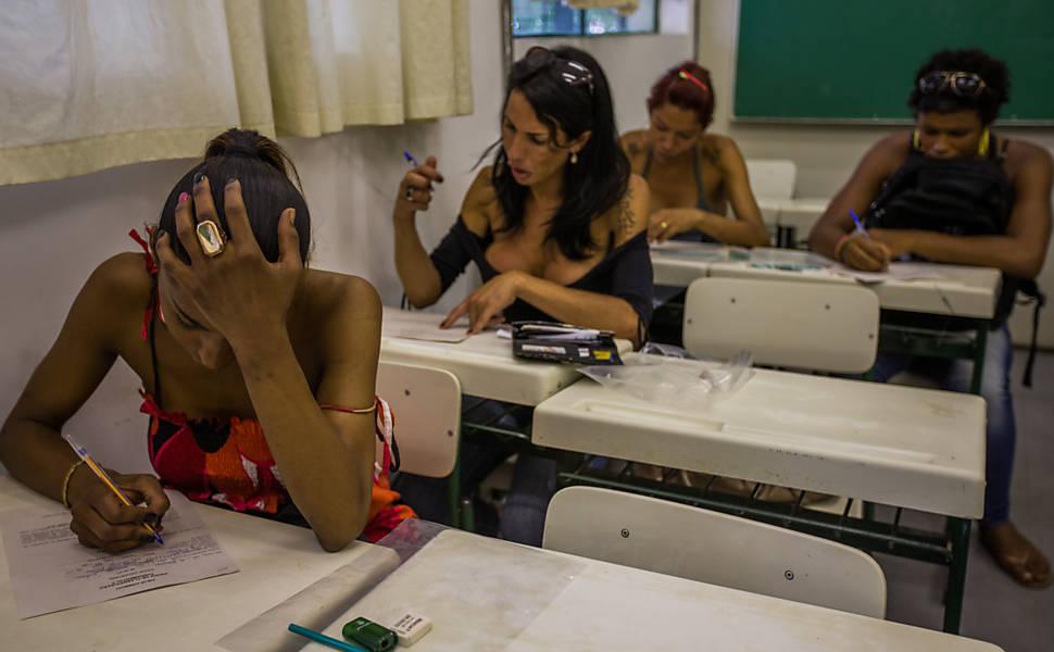 DELAS: Observatório de Favelas realiza curso on-line para mulheres periféricas