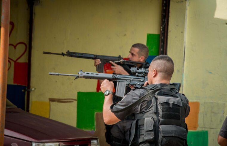 Lei determina que polícia tem que levar parente ou testemunha quando socorrer baleados em operações