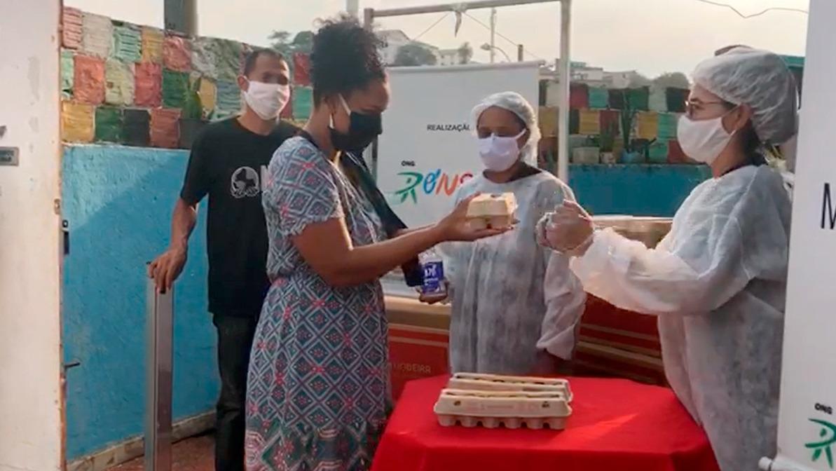 2 mil dúzias de ovos são entregues às famílias moradoras de favelas do Rio