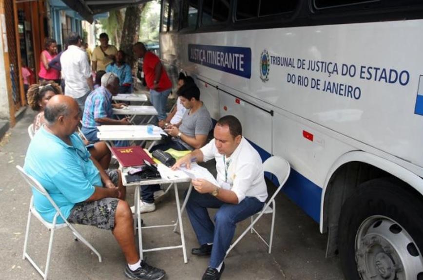 Veja o calendário do ônibus da Justiça itinerante na Vila Cruzeiro e Alemão